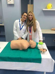 Práctica de farmacia y parafarmacia sobre RCP con muñeco