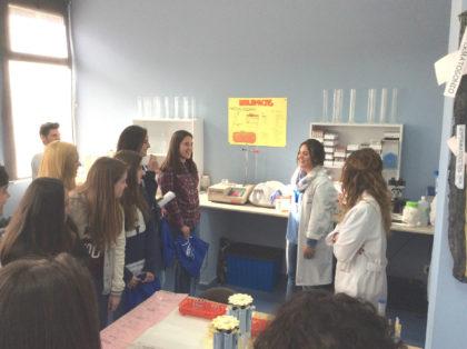 Explicación en practicas de laboratorio clínico y biomédico
