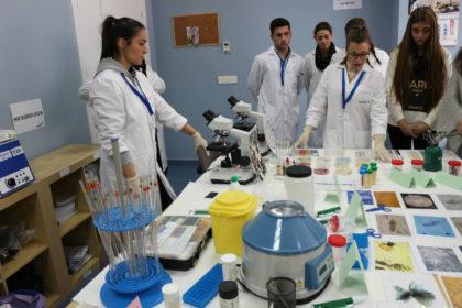Prácticas de laboratorio clínico y biomédico con manipulación de muestras