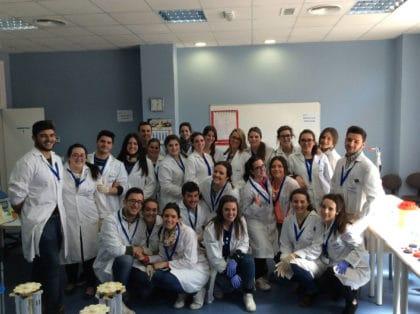 Grupo de práctica de laboratorio clínico y biomédico