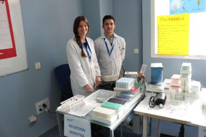 Alumnos de prácticas de laboratorio clínico y biomédico