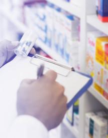 ¿Qué diferencia hay entre la carrera y el grado medio de farmacia?